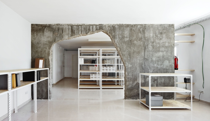 5449a5bde58eceb56700025d_reform-of-two-places-cifuentes-olivier-arquitectes_portada